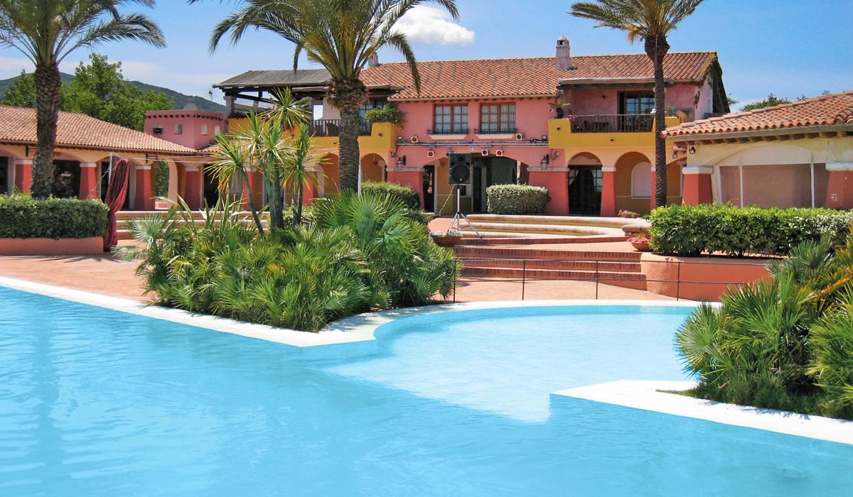 Residence con piscina a san teodoro hotel residence for Residence in sardegna